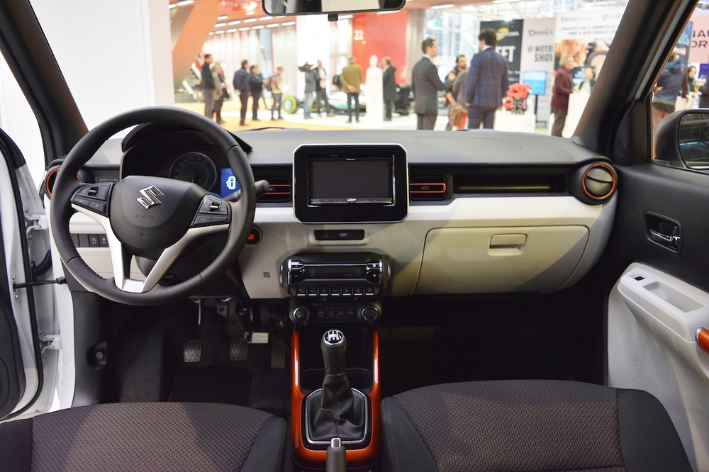 Suzuki-Ignis-iUNIQUE-interior-dashboard-at-2016-Bologna-Auto-Show.jpeg