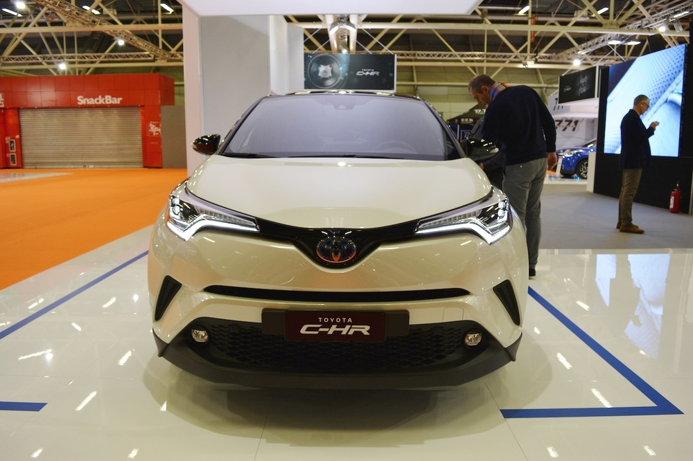 Toyota-C-HR-front-at-2016-Bologna-Motor-Show.jpeg