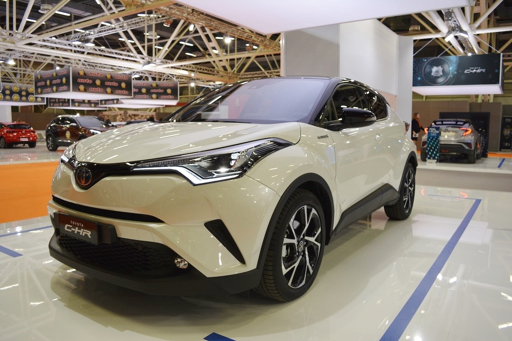 Toyota-C-HR-front-three-quarters-at-2016-Bologna-Motor-Show.jpeg