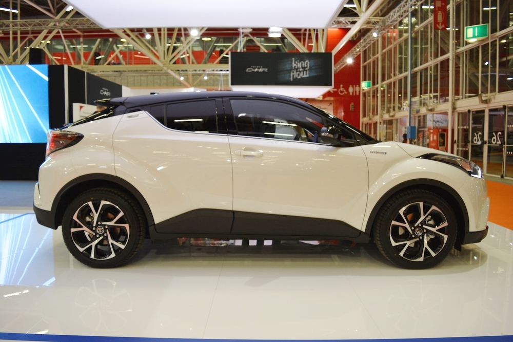 Toyota-C-HR-right-side-at-2016-Bologna-Motor-Show.jpeg