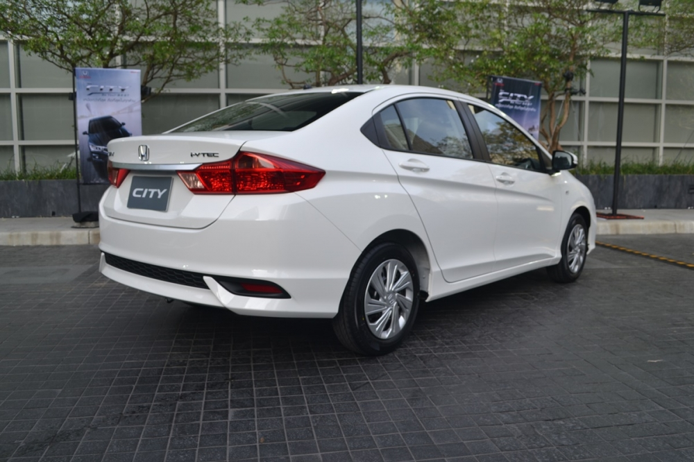 2017-Honda-City-base-grade-live.jpg
