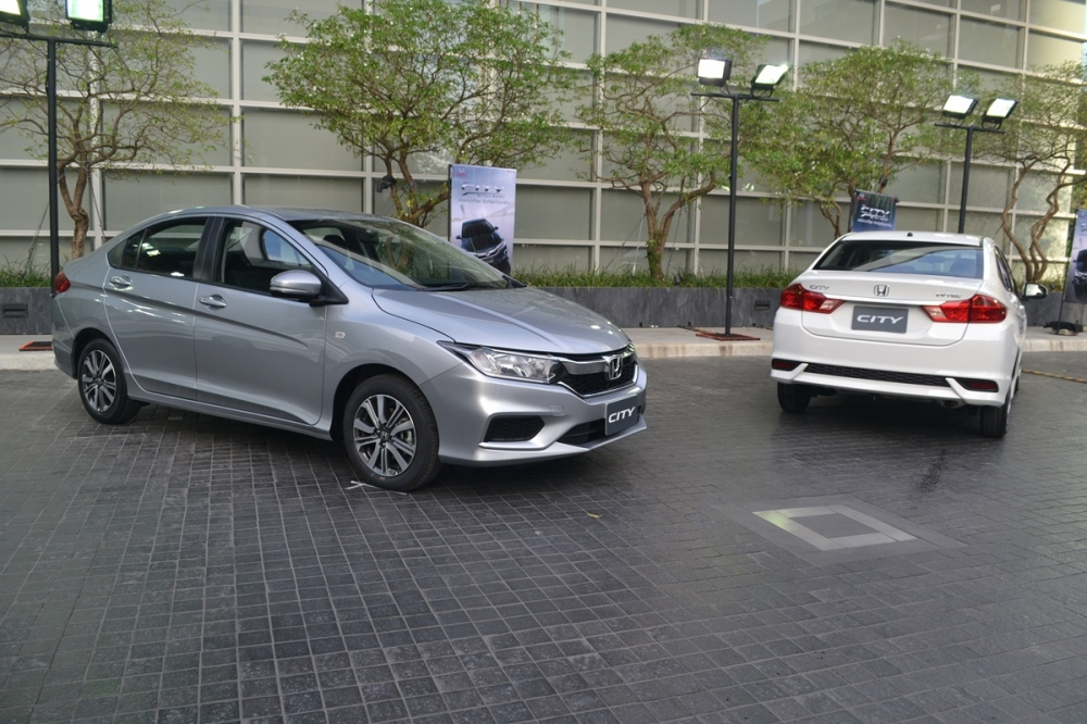 2017-Honda-City-front-and-rear-live.jpg