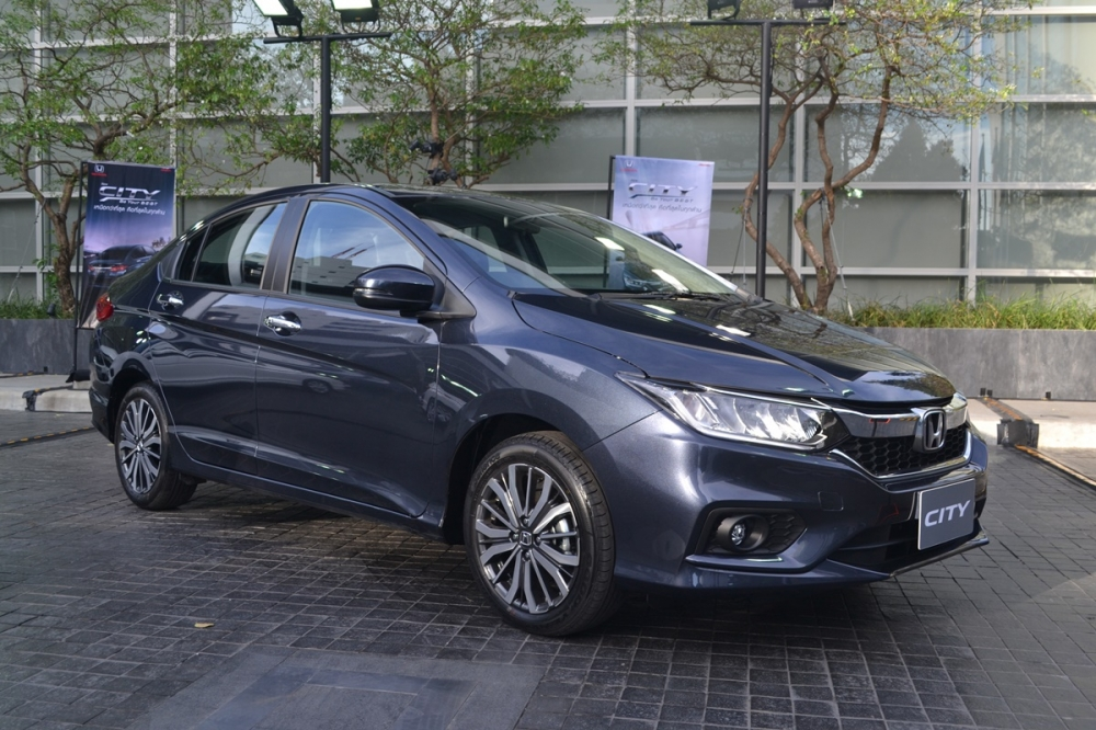 2017-Honda-City-front-three-quarter-live.jpg