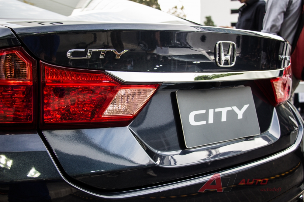 2017-Honda-City-rear-live.jpg