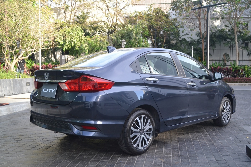2017-Honda-City-rear-three-quarter-live.jpg