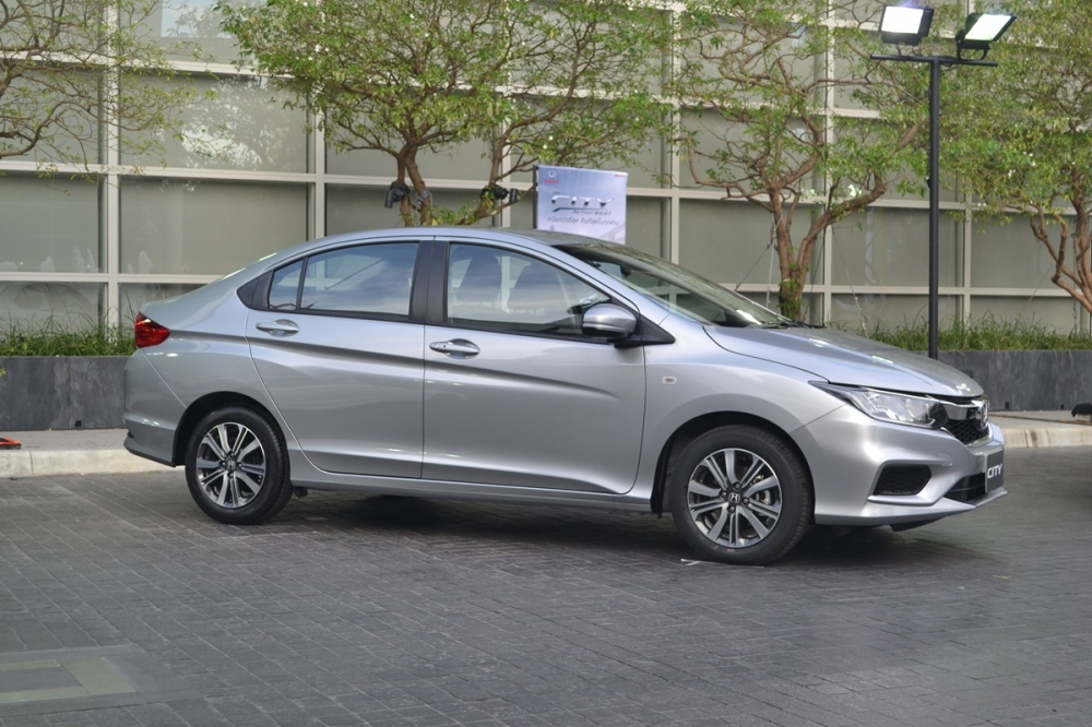 2017-Honda-City-side-live.jpg
