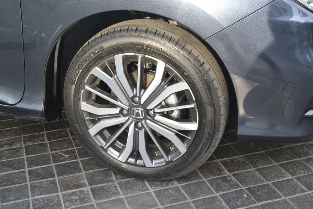 2017-Honda-City-wheel-live.jpg
