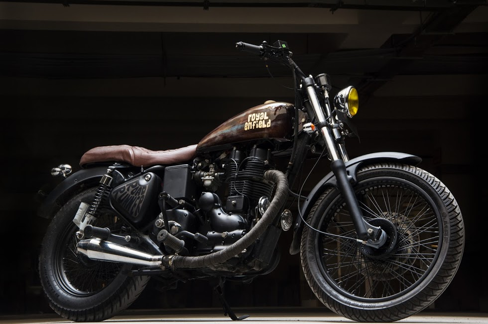 Royal-Enfield-Bullet-Road-Runner-front-three-quarter-right-with-exhaust.jpg