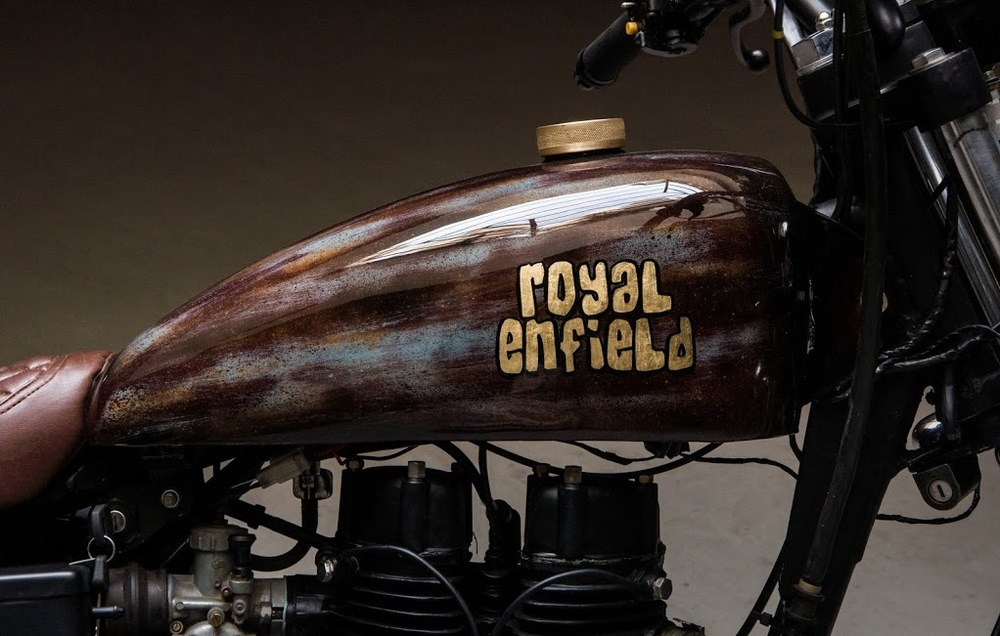 Royal-Enfield-Bullet-Road-Runner-fuel-tank-with-RE-logo.jpg