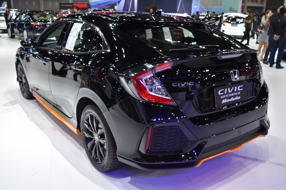 2017-Honda-Civic-Hatchback-rear-quarter-at-the-BIMS-2017.jpg