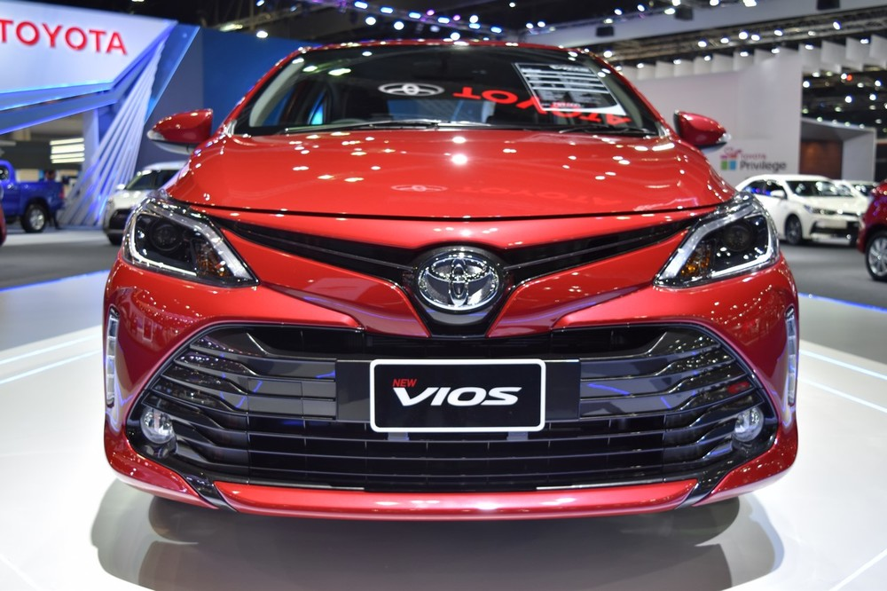 2017-Toyota-Yaris-sedan-Vios-front-showcased-at-BIMS-2017.jpg