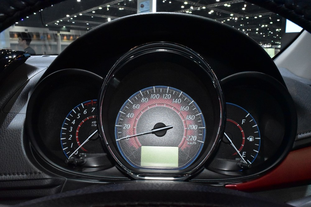 2017-Toyota-Yaris-sedan-Vios-instrument-cluster-showcased-at-BIMS-2017.jpg