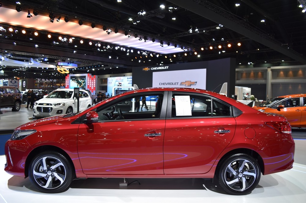 2017-Toyota-Yaris-sedan-Vios-side-showcased-at-BIMS-2017.jpg