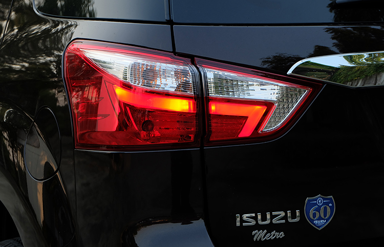 India-bound-2017-Isuzu-MU-X-facelift-LED-taillamps-image.jpg