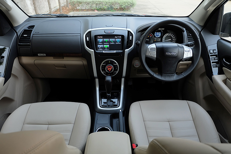 India-bound-2017-Isuzu-MU-X-facelift-dashboard-image.jpg