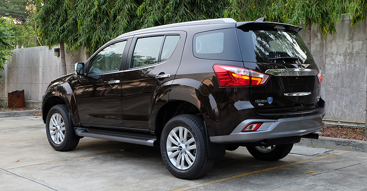 India-bound-2017-Isuzu-MU-X-facelift-rear-quarter-image.jpg