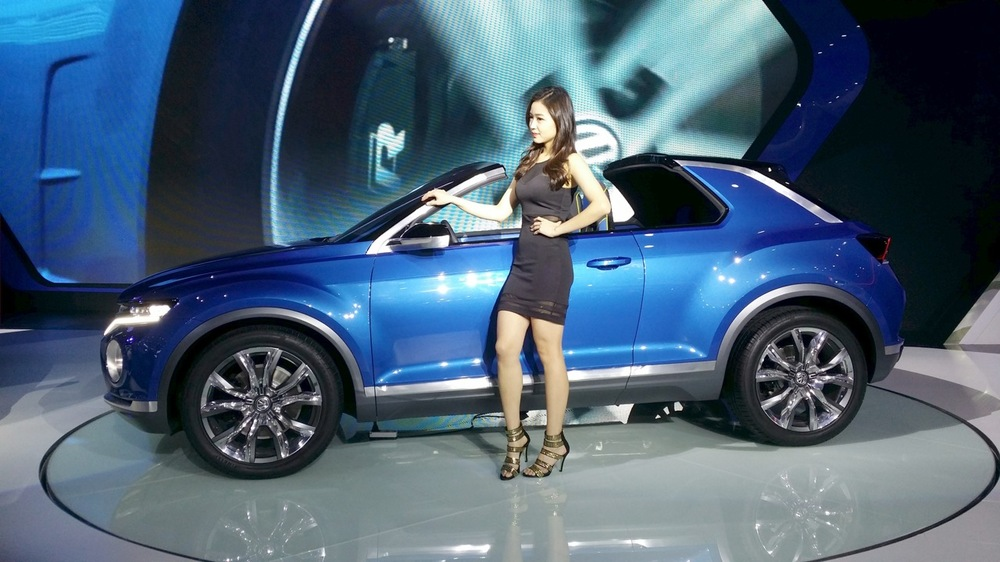 VW-T-ROC-side-at-the-2015-Seoul-Motor-Show.jpg
