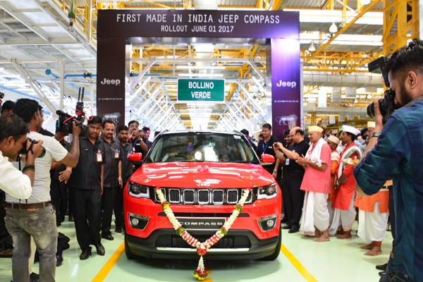 0_468_700_http---cdni.autocarindia.com-ExtraImages-20170601024224_Jeep_RollOUT.jpg