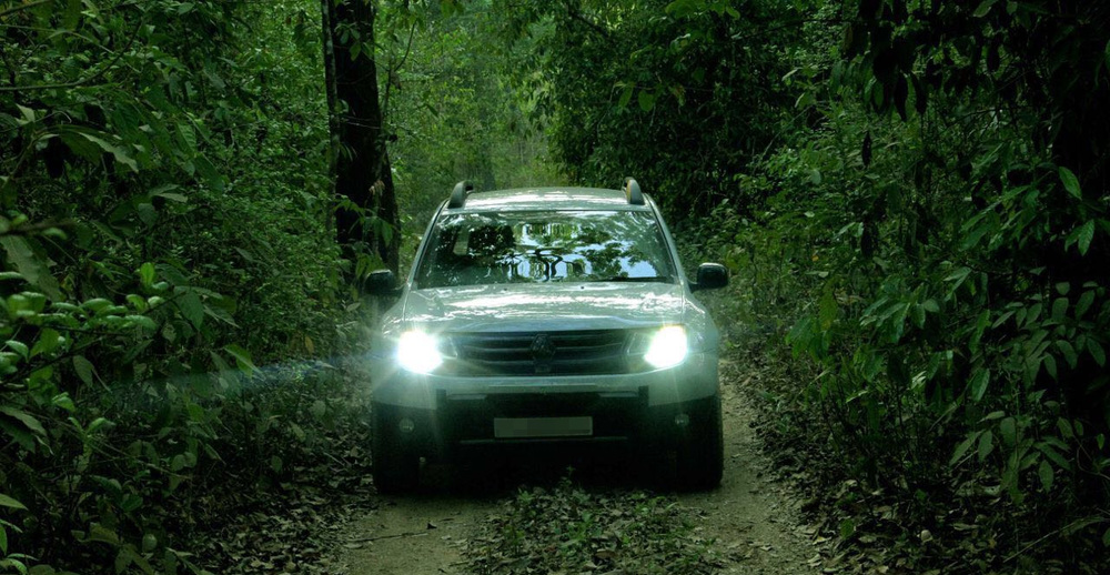 Renault-Duster-pickup-headlamp-in-India (1).jpg