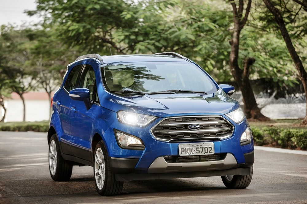 Brazilian-spec-2018-Ford-EcoSport-front-three-quarters-right-side.jpg