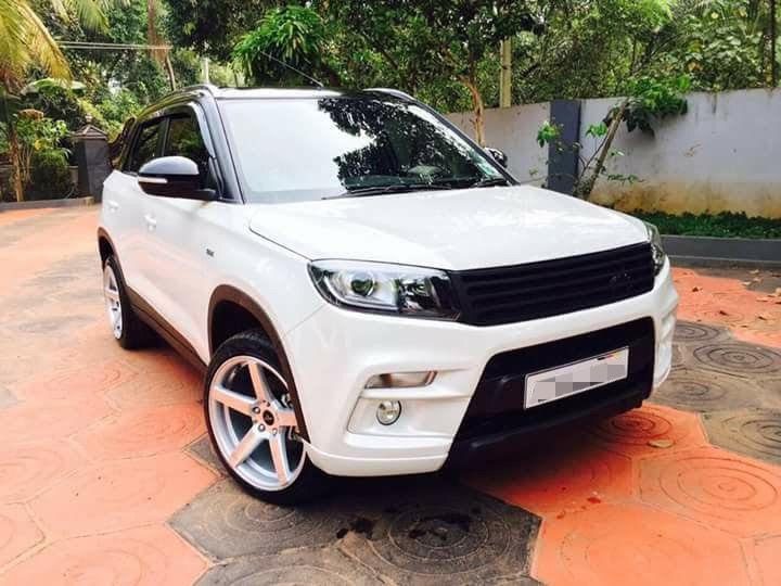 Custom-Maruti-Vitara-Brezza-with-dual-tone-white-and-black-exterior-front-quarter.jpg