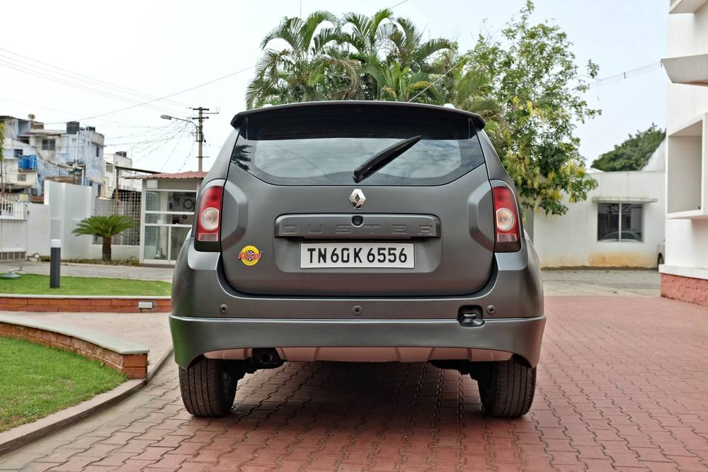 Custom-Renault-Duster-by-KitUp-Automotive-rear.jpg