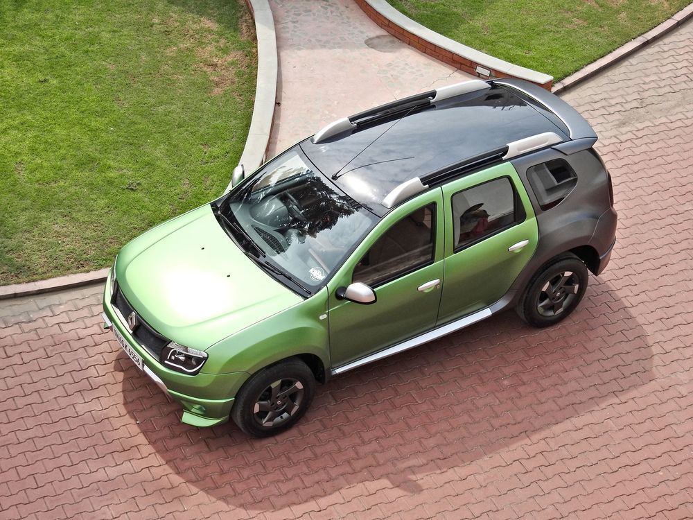 Custom-Renault-Duster-by-KitUp-Automotive-roof.jpg