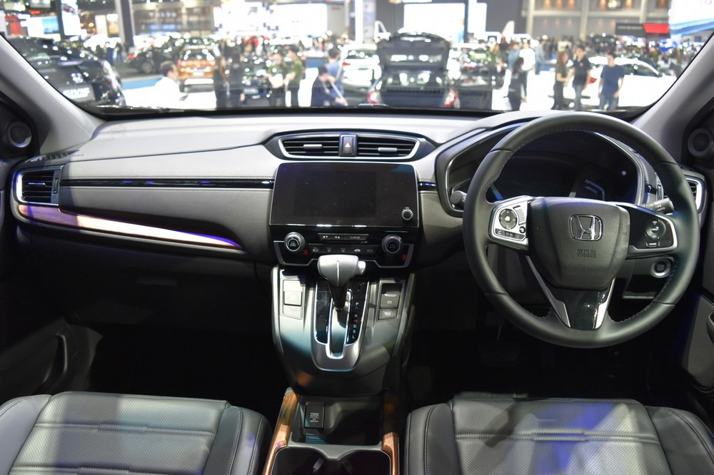 India-bound-2017-Honda-CR-V-7-seater-dashboard-at-the-BIMS-2017.jpg
