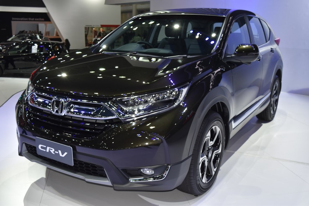India-bound-2017-Honda-CR-V-7-seater-front-three-quarter-at-the-BIMS-2017.jpg