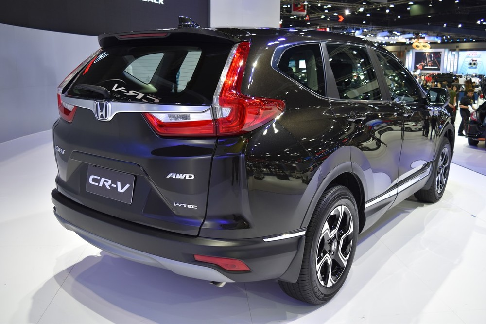 India-bound-2017-Honda-CR-V-7-seater-rear-quarter-at-the-BIMS-2017.jpg