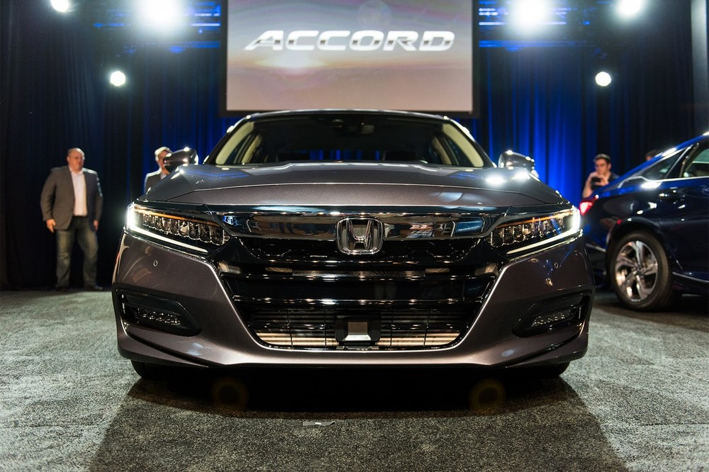 2018-Honda-Accord-2.0T-Touring-front.jpg