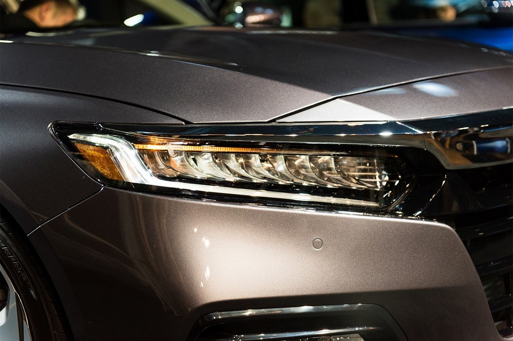 2018-Honda-Accord-2.0T-Touring-headlamp.jpg