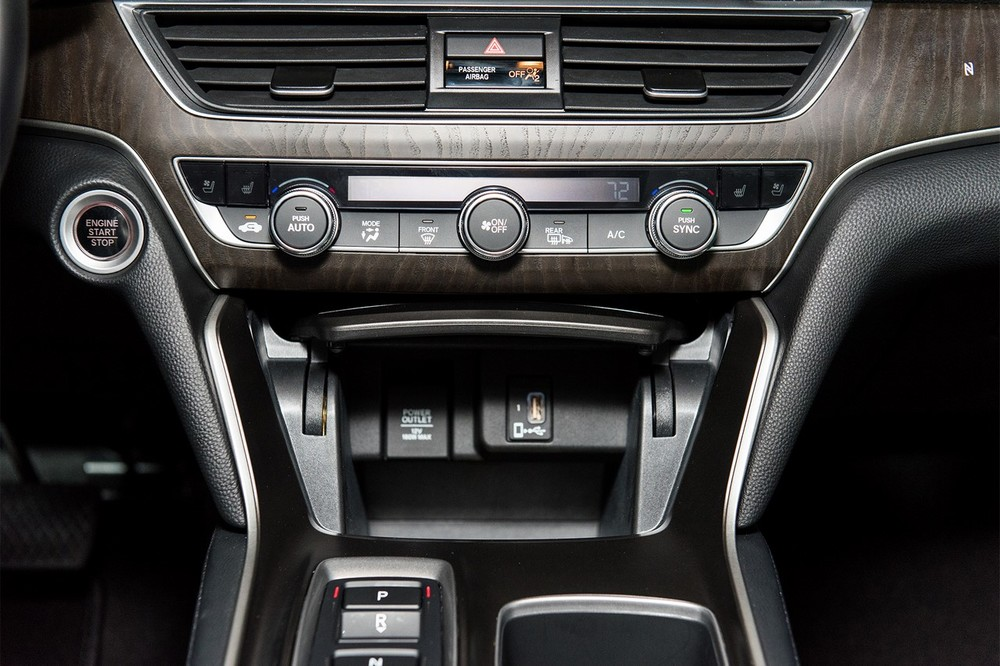 2018-Honda-Accord-2.0T-Touring-lower-centre-console.jpg