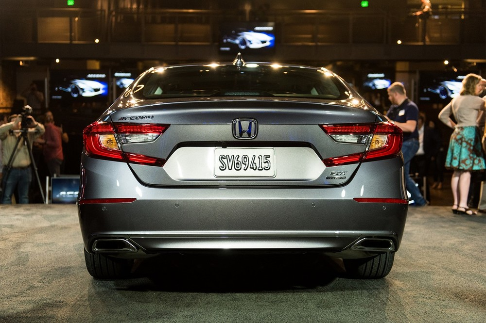 2018-Honda-Accord-2.0T-Touring-rear.jpg
