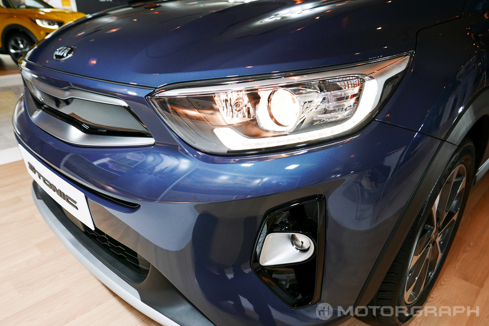 Kia-Stonic-headlamp.jpg