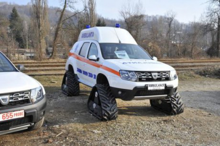 Renault-Duster-Ambulance-with-caterpillar-tracks-front-quarter.jpg