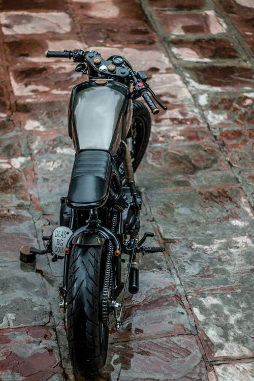 Royal-Enfield-Thunderbird-500-cafe-racer-by-Rajputana-Customs-top-view.jpg