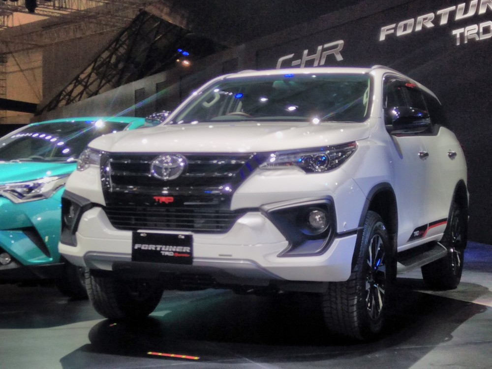 2017-Toyota-Fortuner-TRD-Sportivo-bumper-at-the-2017-GIIAS-Live.jpg