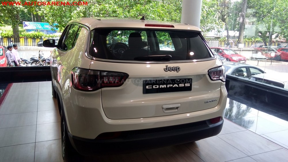 Jeep-Compass-SPORT-base-variant-3.jpg