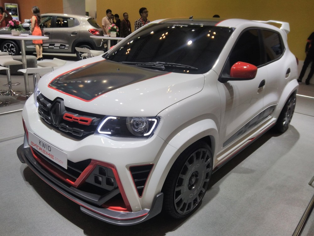 Renault-Kwid-Extreme-at-GIIAS-2017-left-front-three-quarters.jpg