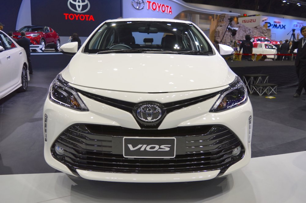 2017-Toyota-Vios-front-at-2017-Thai-Motor-Expo.jpg