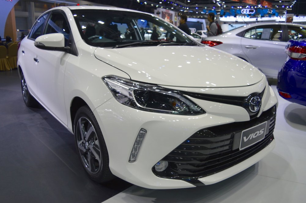 2017-Toyota-Vios-front-three-quarters-at-2017-Thai-Motor-Expo.jpg