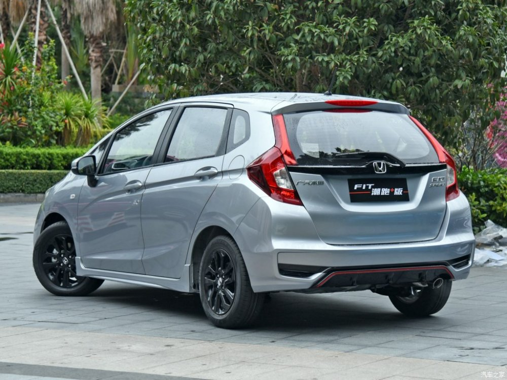 India-bound-Honda-Jazz-facelift-rear-three-quarter-China.jpg