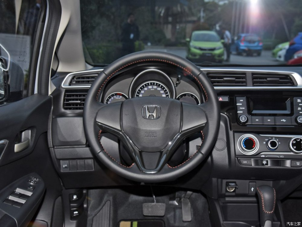 India-bound-Honda-Jazz-facelift-steering-wheel-China.jpg