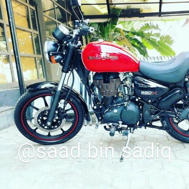 Royal-Enfield-Thunderbird-350X-Red-spied-ahead-of-launch-fuel-tank.jpg