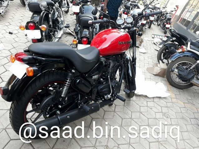 Royal-Enfield-Thunderbird-350X-Red-spied-ahead-of-launch-rear-right-quarter.jpg