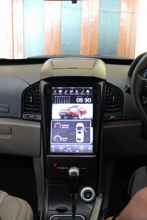 Mahindra-XUV-500-with-Tesla-inspired-infotainment-system-2.jpg