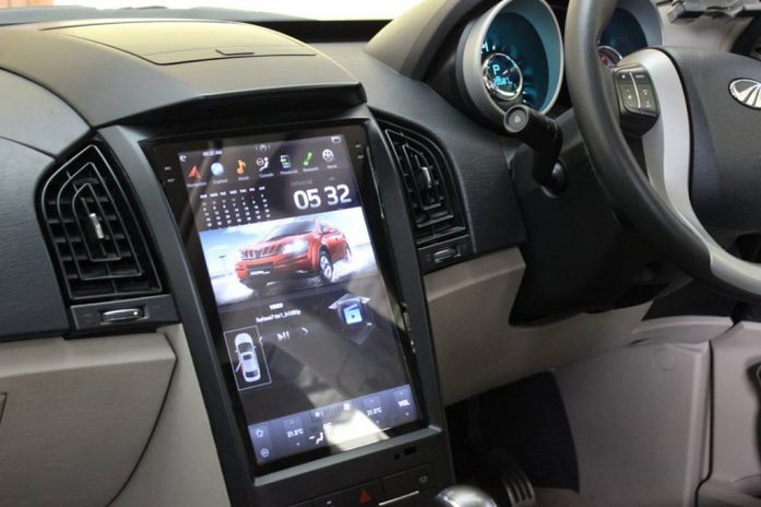 Mahindra-XUV-500-with-Tesla-inspired-infotainment-system-696x464.jpg