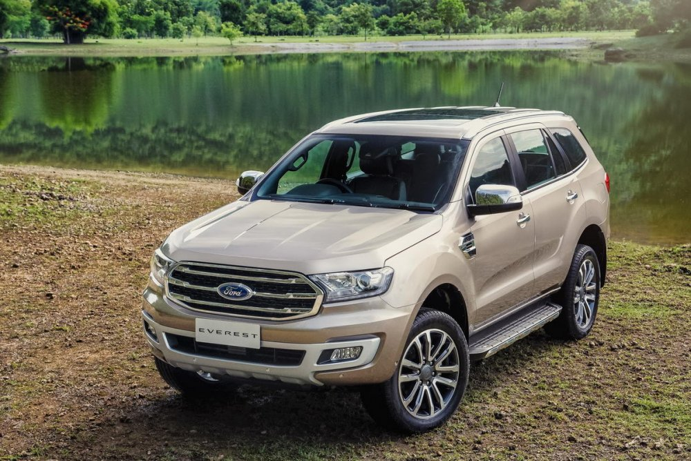 Facelifted-Ford-Everest-Facelifted-Ford-Endeavour-front-three-quarters-elevated-view.jpg