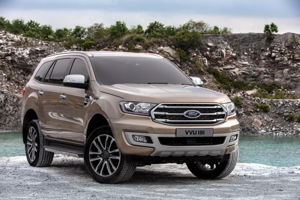 Facelifted-Ford-Everest-Facelifted-Ford-Endeavour-front-three-quarters.jpg